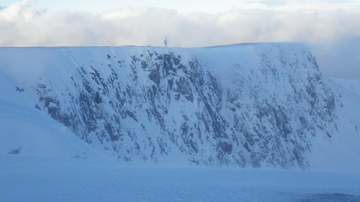 The Coire an Lochan cliffs north of Easy Gully.