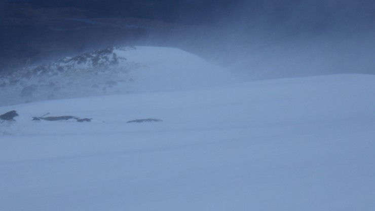 Drifting snow over Aonach an Nid