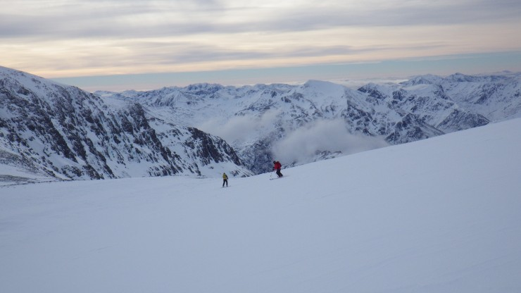 Skiing down to the Aonach mor/Beag col with the Mamoares and Glen Coe hills behind. Again rather firm.