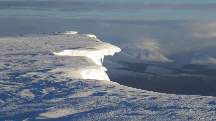 There are some weak cornices about. I suspect few of these will drop during the mild wet conditions expected tonight.