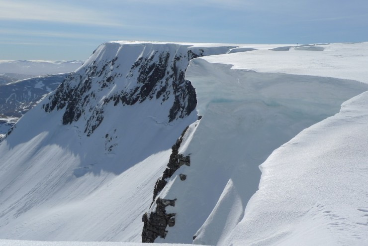 Some large cornices remain. I did see evidence of some minor cornice collapse on a South-Easterly aspect.