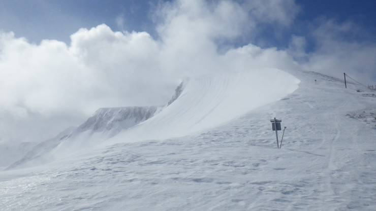 Fresh windslab has accumulated below the cornice in Coire Dubh.