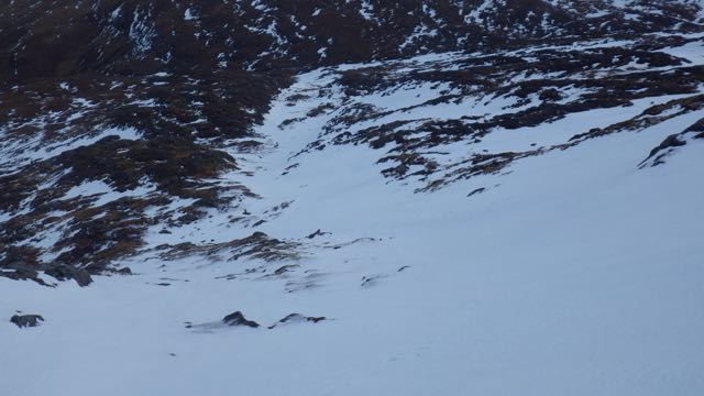 Snow down to the Allt Choille-rais from the Nid Ridge.