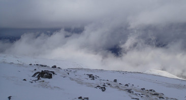 Some atmospheric clouds today but very poor visibility on the plateau.